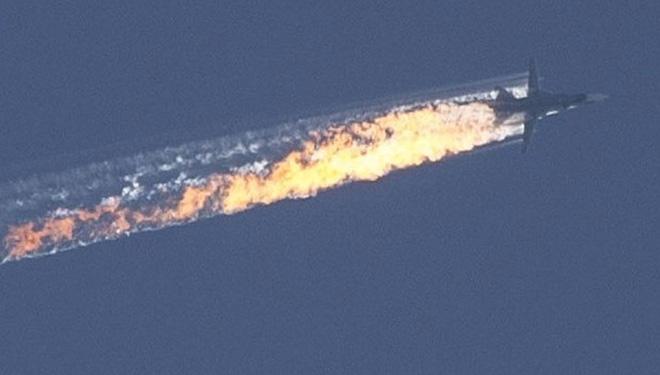 Máy bay ném bom Su-24 Không quân Nga bị tiêm kích F-16 Thổ Nhĩ Kỳ bắn hạ.