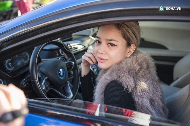 Thanh Thúy sở hữu nhan sắc xinh đẹp và những chiếc siêu xe đắt tiền.