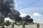 Công ty gỗ tại Bình Dương bốc cháy giữa trưa
