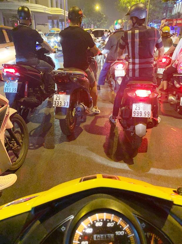 3 chiếc xe máy biển ngũ quý cùng xuất hiện trên đường phố Hà Nội. Ảnh: Facebook.