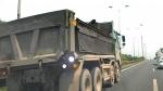 Hà Nam: Bất chấp nguy hiểm xe ben ngang nhiên đi lùi ngược chiều trên cao tốc đoạn gần nút giao Vực Vòng