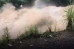 Lũ tràn về cuốn trôi cây cầu bê tông ở Trung Quốc