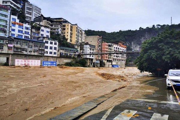 Nhiều địa phương Trung Quốc chìm trong biển lũ. Ảnh: THX.