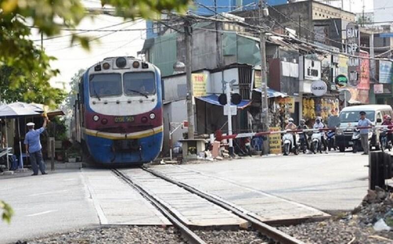 Đường ngang có gác km 1696+458 tuyến đường sắt Bắc - Nam, thuộc địa bàn phường Trung Dũng, TP. Biên Hòa, nơi diễn ra vụ việc nhân viên gác đường ngang cứu người khỏi tai nạn tàu đâm. Ảnh: tuoitre.vn.