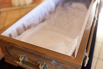 Kinh hoàng cụ bà 'hồi sinh' hai lần trong đám tang của chính mình. (Ảnh: Depositphotos).