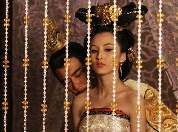 Công chúa qua lại với chính Phế Đế - em trai mình (Ảnh minh họa: Nhục Bồ Đoàn)