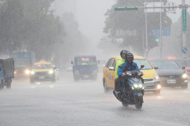 Bão đóng vai trò quan trọng trong việc giải nhiệt mùa hè, đồng thời cung cấp lượng mưa cần thiết để giảm bớt hạn hán. (Nguồn ảnh: EPA)