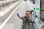 Clip: Tài xế container cầm dao đe dọa người trên cao tốc TP.HCM – Trung Lương