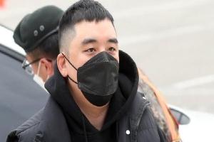 Seungri (BIGBANG) cuối cùng đã lộ diện tại phiên tòa đầu tiên ở Tòa án Quân sự, gây xôn xao khi bác bỏ 7/8 cáo buộc
