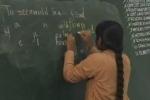 Nữ sinh Ấn Độ dùng hai tay viết 45 từ trong một phút