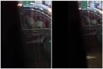 Cô gái thản nhiên cúi xuống 'ân ái' khi bạn trai lái xe, người đi đường sốc nặng