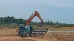 Quảng Bình: Núp bóng cải tạo, ồ ạt múc đất đem bán