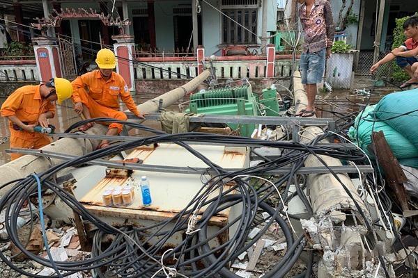 Cột điện gãy đổ hàng loạt: Phải truy trách nhiệm đến cùng