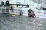 Phóng xe máy 'bạt mạng', thanh niên tông mạnh vào xe bán tải rồi bật ra ngoài, tử vong thương tâm
