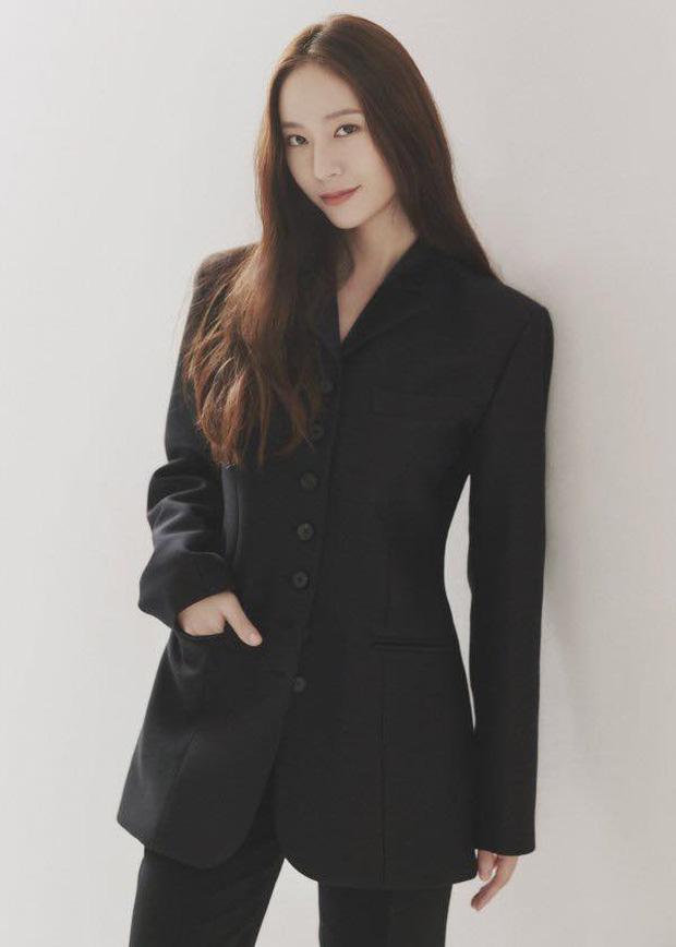 """Loạt ảnh profile của Krystal tại """"mái nhà mới"""" H& Entertainment."""