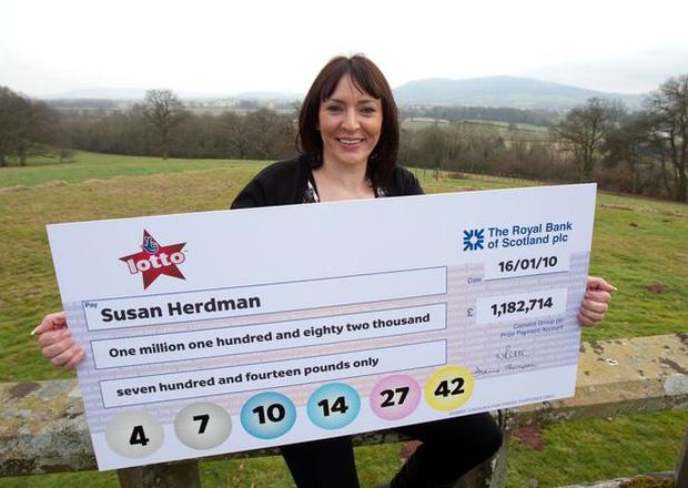 Susan bất ngờ trúng xổ số sau nhiều năm tin tưởng vào 1 dãy số.