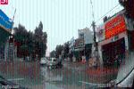 Clip: Ôtô tự trôi từ nhà ra đường, người phụ nữ trên xe luống cuống không thể xử lý