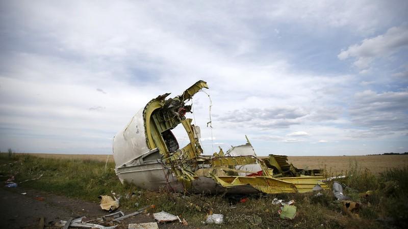 Mảnh vỡ của máy bay MH17 tại hiện trường ở khu vực Donbass (Ukraine). Ảnh: Maxim Zmeyev/REUTERS.