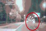 CLIP: Màn drift lắt léo khiến ôtô lao kinh hoàng vào dải phân cách, nát đầu trong đêm