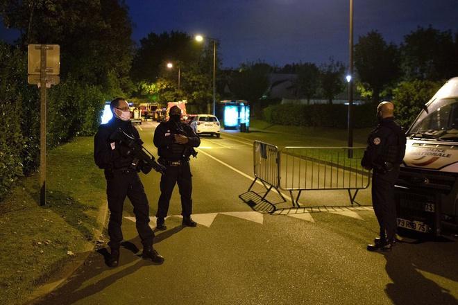 Cảnh sát phong tỏa con đường dẫn tới hiện trường vụ tấn công. Ảnh: Getty.