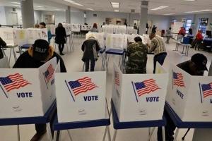 Cử tri gốc Việt kể chuyện bỏ phiếu bầu tổng thống Mỹ