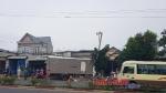 Bình Phước - Xe tải tông xe máy, húc sập tường rào nhà dân và cột điện