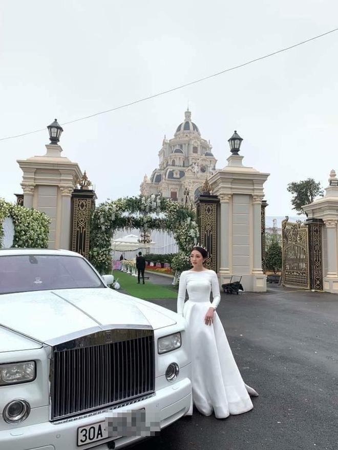 Cô dâu xinh đẹp bên chiếc xế sang và là chủ nhân của bữa tiệc cưới hoành tráng tại lâu đài Nam Định.