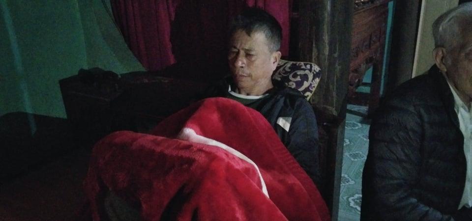 Ông Lê Văn Thủy khóc khô nước mắt khi con trai gặp nạn.