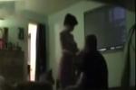 Nghi nhà có trộm, vợ lén lắp camera phát hiện sự thật động trời về chồng mình