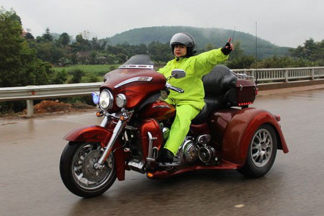 Những nữ doanh nhân chơi xe khủng tại Việt Nam: Người sắm cả dàn siêu xe, người chỉ mê lái mô tô bạc tỷ - Ảnh 6.