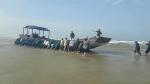 Tàu gỗ không người cùng nhiều hàng hóa dạt vào bờ biển Quảng Trị