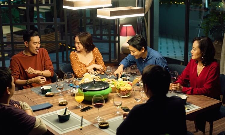 Tiệc trăng máu là bộ phim Việt đang thu hút sự chú ý của đông đảo khán giả. Ảnh: HK Film.
