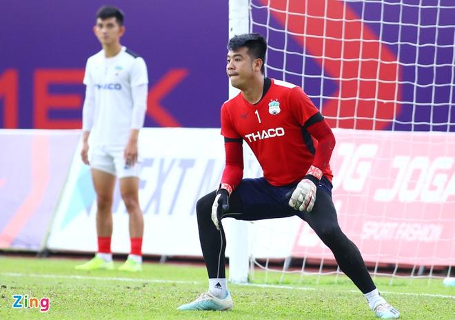 Bửu Ngọc có thể sẽ vắng mặt ở vòng 6 giai đoạn hai khi HAGL đến sân Thống Nhất làm khách vào ngày 30/10. Ảnh: Quang Thịnh.