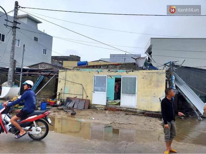 Nhiều ngôi nhà bị tốc mái do ảnh hưởng của bão số 9.