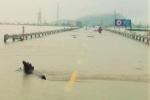 Quốc lộ 1 qua Hà Tĩnh ngập sâu