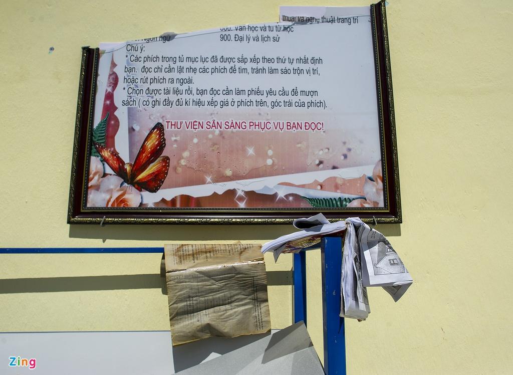 Thư viện trường Tiểu học Phổ Văn tan hoang sau bão. Ảnh: Phạm Ngôn.