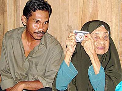 Cặp đôi bà - cháu khiến truyền thông thế giới xôn xao.