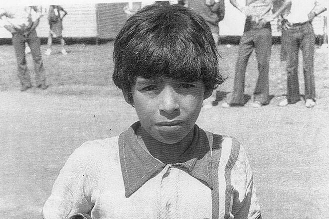 Nhóc tì Diego Maradona thời trẻ trâu