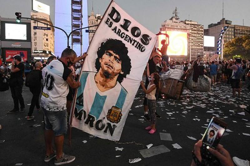 Người dân Argentina tiếc thương Maradona. ẢNH: GETTY.