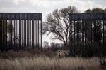 Ông Trump chạy đua để xây xong tường biên giới