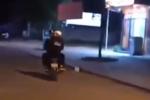 Clip: Chạy xe lạng lách trên đường, 2 thanh niên nhận ngay kết đắng