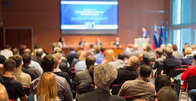 Info Business Summit 2021 quy tụ hơn 500 khách mời.