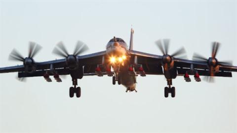 Máy bay Tu-95MS.