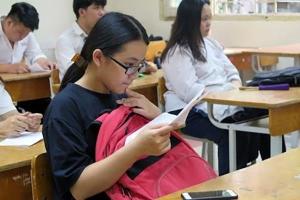 Học sinh lớp 9 của 22 trường ở Hà Nội phải dừng kiểm tra học kỳ vì nghi lộ đề