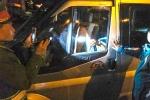 Xử phạt tài xế cố thủ trong xe hơn 1 giờ để lướt web, hút thuốc