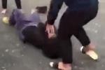 Xôn xao clip nữ sinh lớp 9 ngoan hiền bị đánh hội đồng dã man vì 'nhìn không thấy thích'