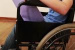 Con gái khỏe mạnh nhưng ngồi xe lăn suốt 8 năm chỉ vì mẹ làm điều này