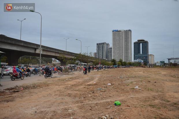 Theo ghi nhận của chúng tôi, khoảng 7h sáng nay 8/1, tại các tuyến đường như Lê Đức Thọ, Phạm Hùng, Nguyễn Hoàng... xảy ra ùn tắc nghiêm trọng.