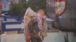 Chùm ảnh: Trẻ em ở Sa Pa bị đẩy ra đường bán hàng cho du khách dưới thời tiết 0 độ C
