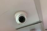 Lắp camera trong bếp vì liên tục bị ốm, chồng kinh hãi phát hiện hành động của vợ